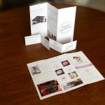 dépliant de la boutique et des cartes de fidélité