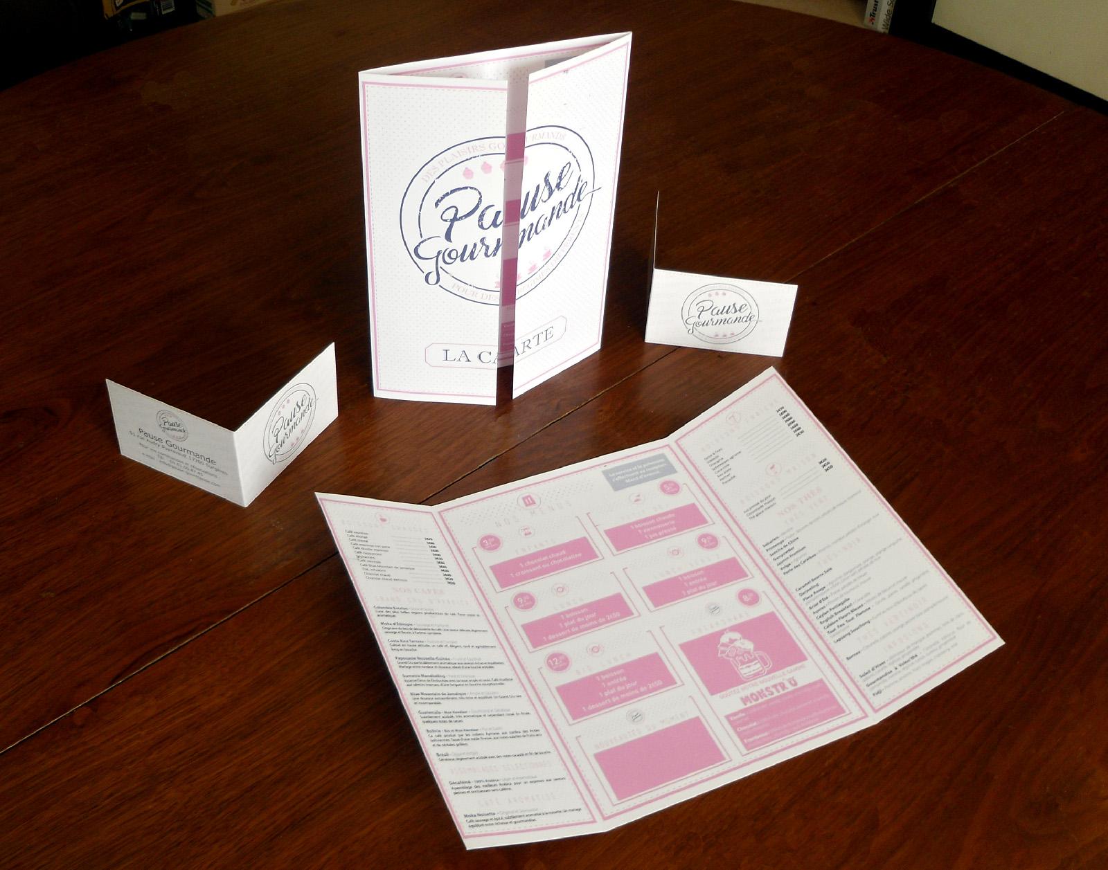 Présentation de la carte des menus et des cartes de fidélité