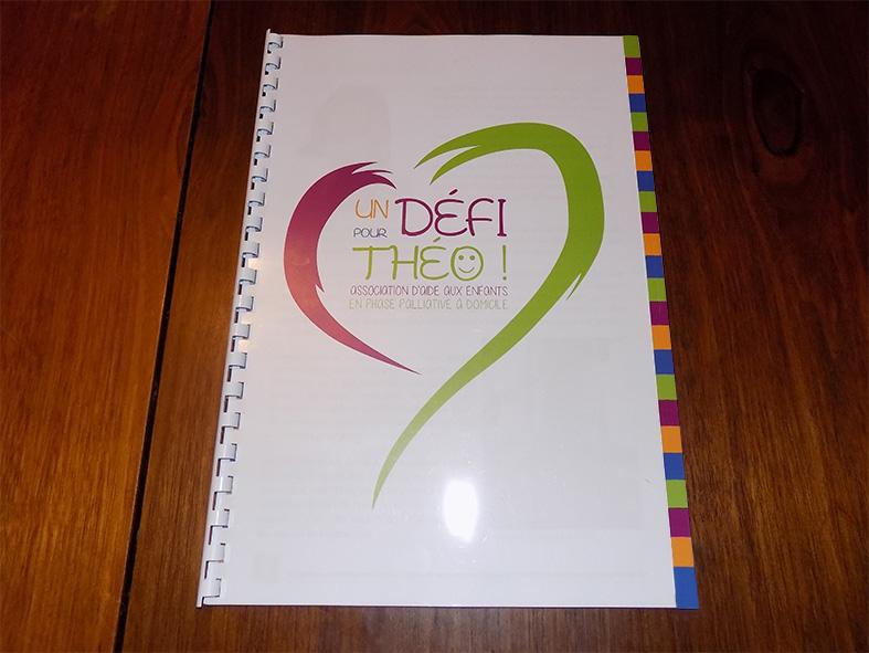 Couverture de la brochure pour l'association Un défi pour Théo !